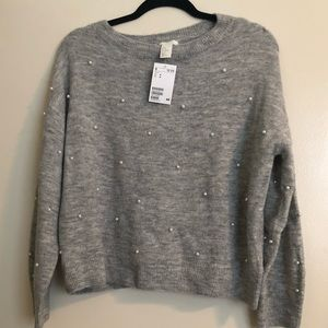 Gray long sleeve sweater with pearls